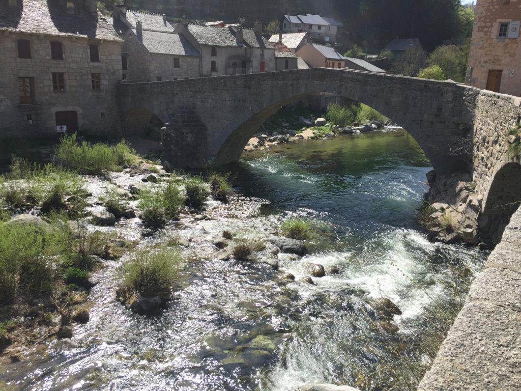 Weekend Hervé vous invite pour visiter le sud de la région Rhône-Alpes en moto comme passagère.