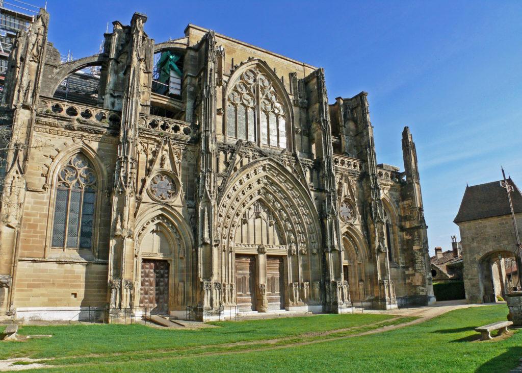 Weekend Fred et Estelle vous invitent à St Antoine l'Abbaye pour découvrir un joli village médiéval au pied du Vercors.